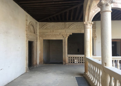 Claustro y escalera del palacio-Palace cloister