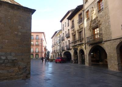 Soportales en plaza de la Catedral de Jaca-Arcade in Cathedral Square